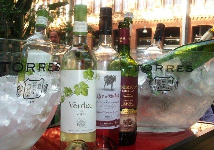 Bodegas Torres y Autogrill Iberia organizan una cata de vinos en la Estación de Atocha http://www.vinetur.com/2013041012046/bodegas-torres-y-autogrill-iberia-organizan-una-cata-de-vinos-en-la-estacion-de-atocha.html