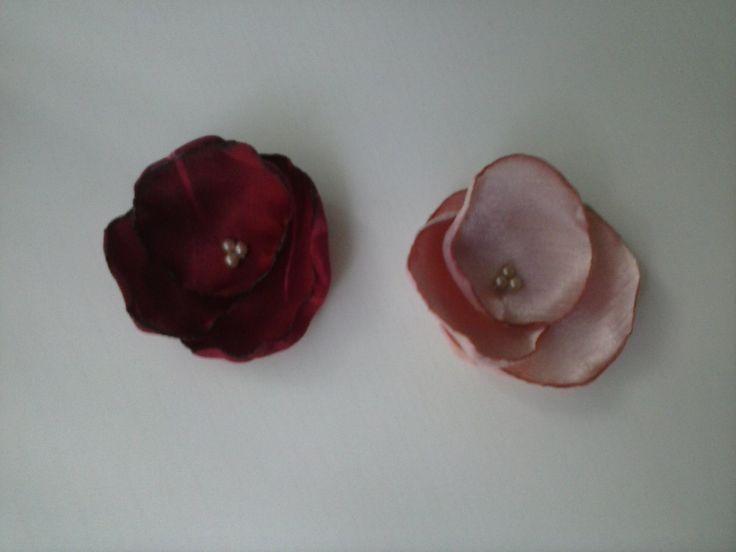flores de tres petalos en raso