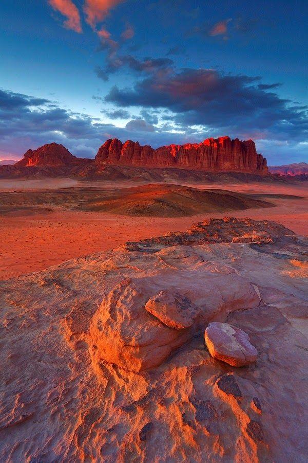 Wadi Rum, Aqaba City - Jordanië http://www.naturescanner.nl/midden-oosten/jordanie/activiteiten/wadi-rum-in-jordanie/542