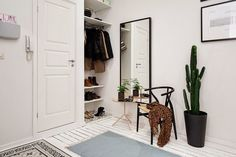 Lovely Mirror for a Contemporary Interior Design | www.bocadolobo.com #bocadolobo #luxuryfurniture #exclusivedesign #interiodesign #designideas #mirrorideas #beautifulmirrors #mirrordesigns #mirrorideas #creativemirrorideas