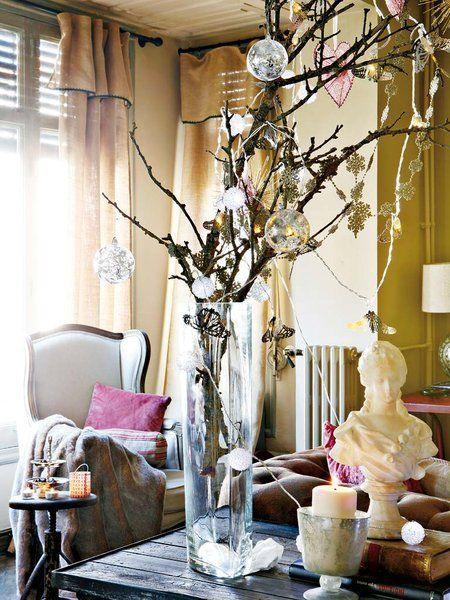 Decoración navideña: jarrón king size con ramas y adornos