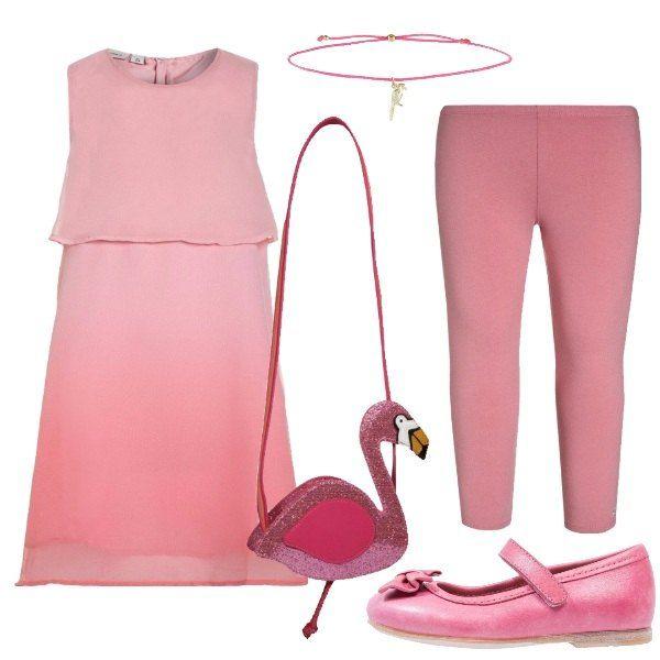 Total look in rosa per un giorno speciale di una bambina, il suo compleanno, formato da un abito, un paio di leggins, un paio di ballerine con cinturino in pelle, una stupenda e simpatica borsa a forma di fenicottero e un braccialetto in tessuto e metallo dorato.