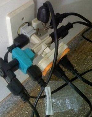 Choque é sinal de que a pessoa entrou em contato com a corrente elétrica e que não havia fio terra pra liberar eletricidade estática. Ou era gambiarra mesmo