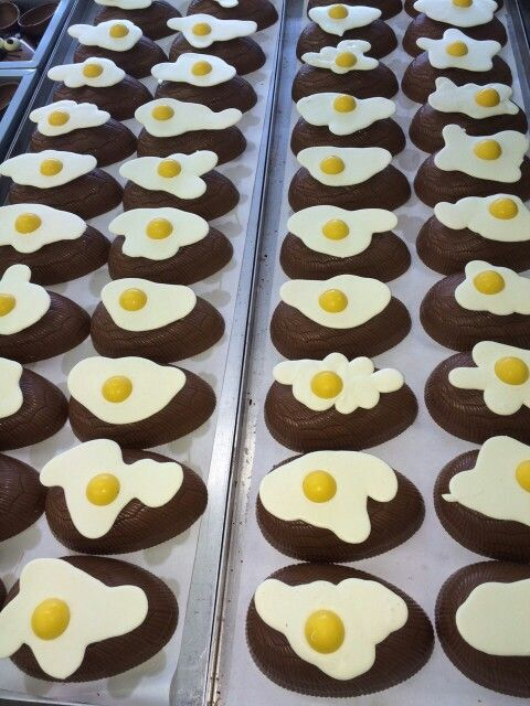 Spiegel ei van chocolade #breda #patisserie #food #chocolate #easter