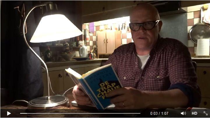 Marnix Peeters leest voor uit zijn eigen boek 'De trapchauffeur'. Klik op de afbeelding om de video te zien.