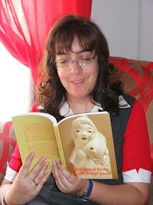 Entrevista en El ladrón de libros (17 de Noviembre de 2011) http://relatosjamascontados.blogspot.com.es/2011/11/entrevista-en-el-ladron-de-libros-17-de.html#