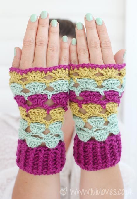 Crochet Shell Stitch Fingerless Wrist Warmers - Free Pattern