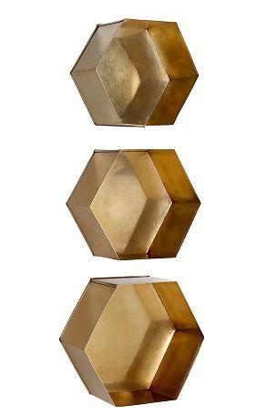 Sexkantiga vägghyllor i olika storlekar som går att kombinera ihop. Av lackad metall med något blank yta. Stor 30x27x14 cm, mellan 28x25x14 cm och liten 26x23x14 cm. <br><br>