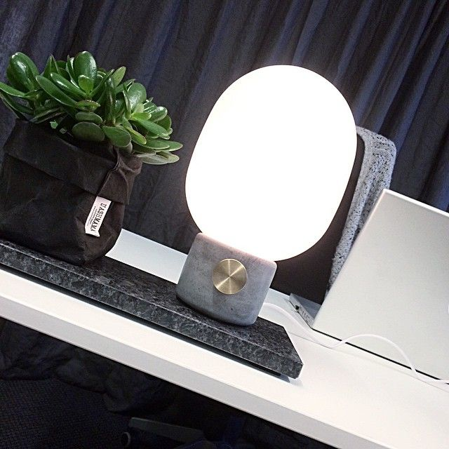 #ShareIG Senaste nyheten på mitt skrivbord idag - JWDA concrete lamp från Menu #dukatbord #webbutik #menuworld #concrete #kontor #skrivbord #office #uashmama #jwda