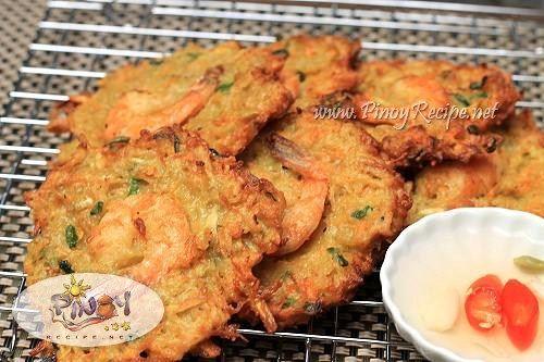 Ukoy Recipe or Okoy, a Filipino style Shrimp Fritters http://www.pinoyrecipe.net/ukoy-recipe-or-okoy/