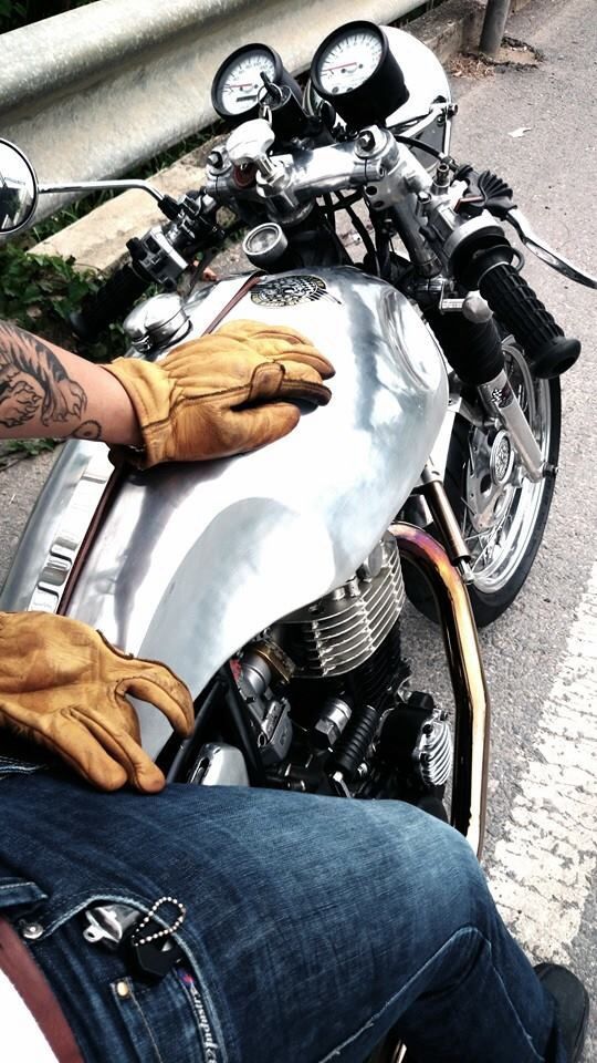 CafeRacer もっと見る