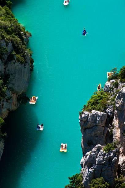 Der Lac de Sainte-Croix könnte mit seinem türkisen Wasser auch in der Karibik beheimatet sein