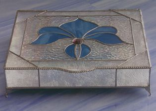 Stained Glass Boxes - I like the lip on the top of the box and the decorative soldering