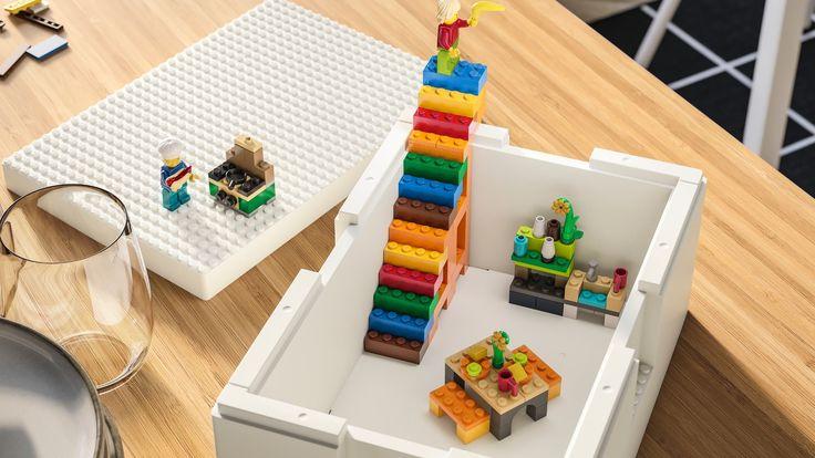 Se llama BYGGLEK y es el punto medio entre una solución de almacenamiento y juego con los populares bloques. Lego Storage, Ikea Storage, Creative Storage, Creative Play, Storage Containers, Storage Boxes, Lego System, Lego Table, Inspiration For Kids
