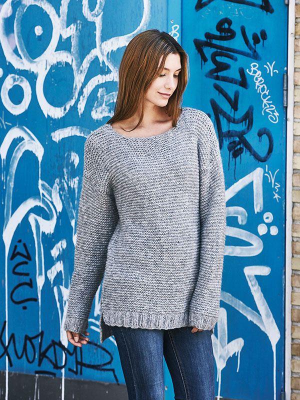 324d1e74c9a Denne sweater er et godt begynder-projekt, da den er retstrikket på tykke  pinde og uden svære detaljer. Få en strikkeopskrift her.