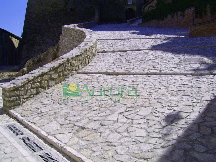 Scorza di pietra burattata per pavimentazioni esterne. Chiedi subito un preventivo! www.auroramarmi.it