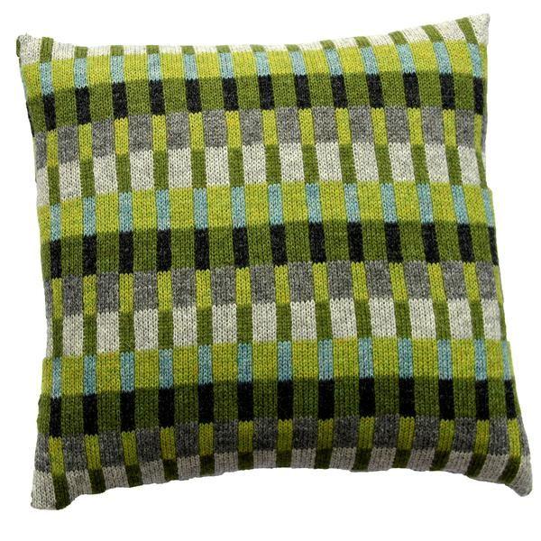 StrikkeopskriftTante Tinne. Grønne farver kombineret med grå og turkis. Produktinformation:Strikket mål 37 x 37 cm Monteret mål 40 x 40 cm Strikket i Superso