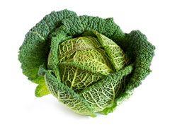 Jus de chou (anémie, constipation) : Indications Riche en vitamine C, le jus de chou est à privilégier en cas d'anémie ou de fatigue générale. Il peut aussi être utilisé pour lutter contre une constipation passagère. Jus de chou (anémie, constipation) : Ingrédients 1 chou vert frais Jus de chou (anémie, constipation) : Préparation Laver les feuilles du chou. Les râper le plus finement possible et les passer dans la centrifugeuse. Le jus extrait doit être consommé immédiatement.