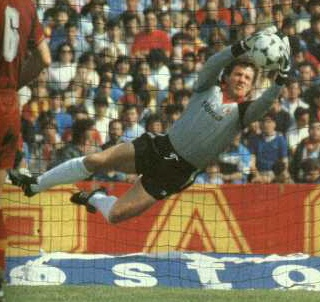 Franco Tancredi (Giulianova, 10 January 1955) – Thirteen years as a Roma goalkeeper with a Scudetto in 1983, four Coppa Italia victories and 288 league appearances, including 258 consecutive ones between 1980 and 1989. Franco Tancredi etched his name in Giallorossi history with his modern approach to goalkeeping, beginning with Roma in the 1978/79 season.