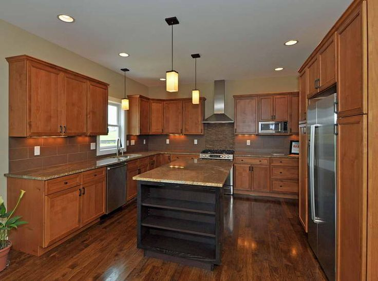 kitchen paint colors with oak cabinets with hanging lamp - Kitchen Design Ideas With Oak Cabinets