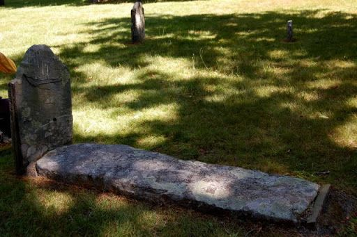 Исторический Йорк, штат Мэн (York, ME) - могила Белой ведьмы