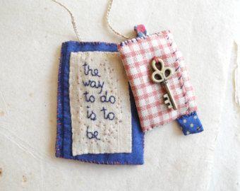 Geborduurde woorden met textiel-ketting borduurwerk door giovabrusa