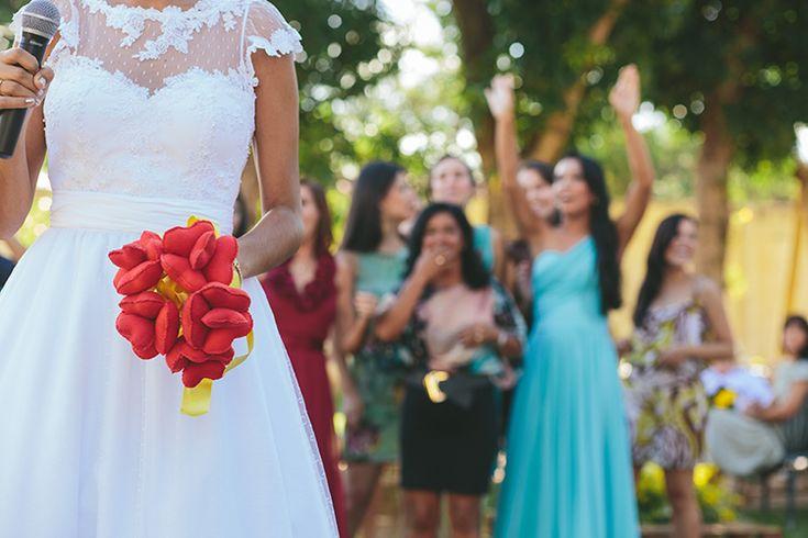 http://dosofa.com.br/?p=4079  buque_bouquet_polka_dot_bolinha_coracao_madrinhas_dama_do_sofa_blog_casamento (3)