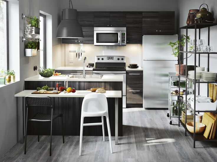 METOD / TINGSRYD keuken | IKEA IKEAnl IKEAnederland interieur wooninterieur inspiratie wooninspiratie kast keukenkast kasten keukenkasten hout zwart houtlook modern koken eten diner VITTSJÖ stellingkast
