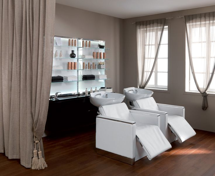 Maletti Classic Collection consists of Maletti Revenge Shampoo Basins and Maletti Mistral Display Stands