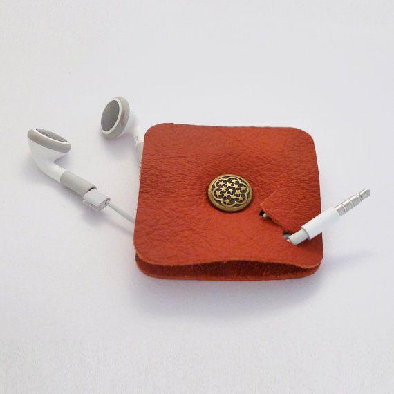 Items similar to Organisateur de Cable en cuir écouteur titulaire organisateur…