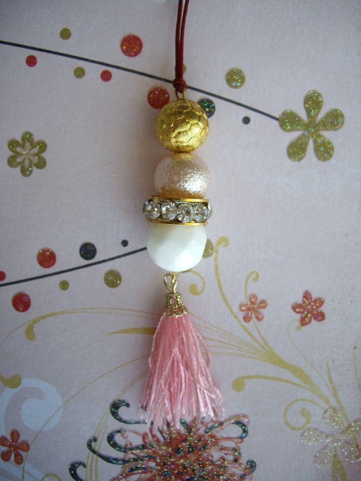 Μακρύ κρεμαστό.  Το μήκος προσαρμόζεται. Κωδικός: 28046/1 #jewelleryfromourheart #jewellery #thessaloniki #accessories #pendant #colours #new #spring #ss2016 #summer #tassel #pink #white