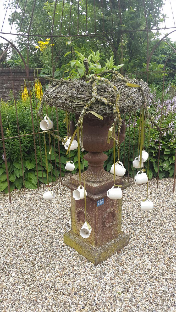 Vaas met hangende kopjes, Appeltern