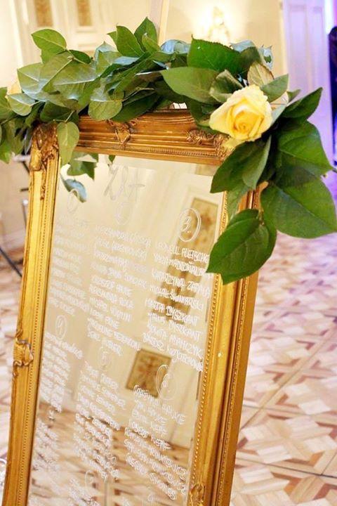 #decoration #wedding #flowers #rustic #gold #mirror