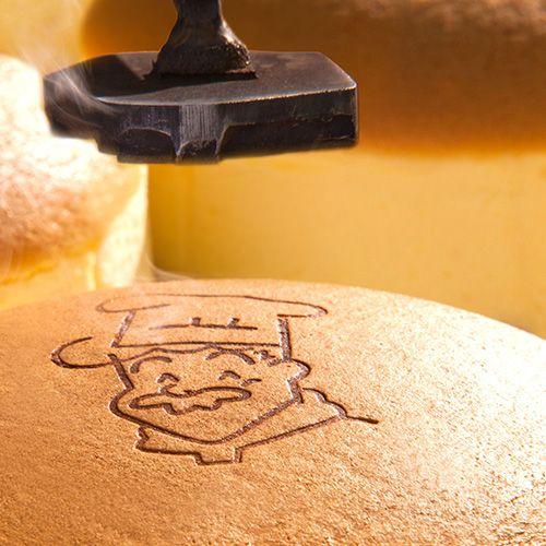 焼きたてチーズケーキ - 大阪銘菓「焼きたてチーズケーキ」・りくろーおじさんの店