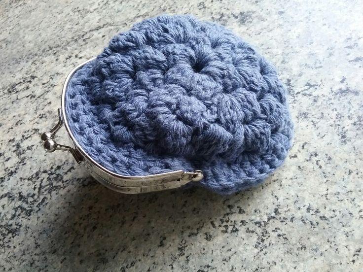 Vintage portemonnee. Boek: Breien en haken met één bol wol - La Maison Victor