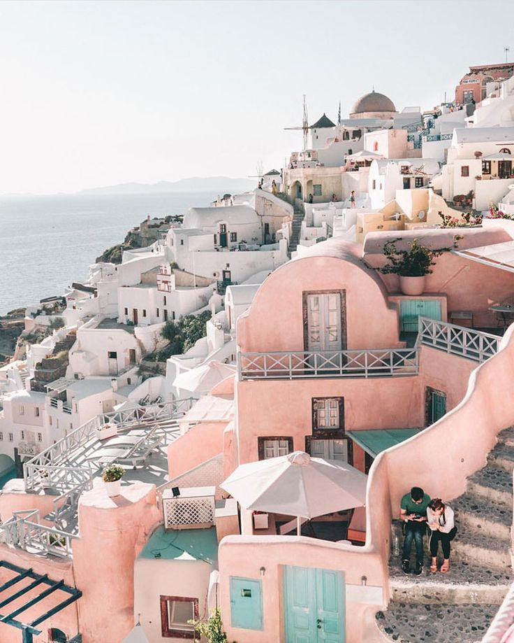 Why is Greece a dream destinations for romantic escapades? Does the architecture and the surroundings soothes your senses.