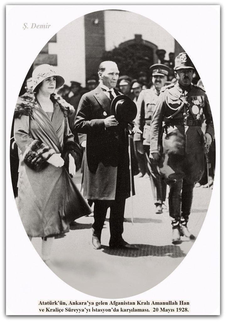Atatürk Afgan kralı ve kraliçesi ile Ankara tren istasyonunda. 20.05.1928