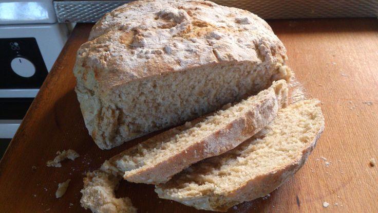 Mitt nya favorit bröd. Det bakas ofta. Och det är superlätt att göra. Receptet kommer från tidningen Hembakat. Kalljäst rågbröd Ingredienser: 15 g jäst 4 dl kallt vatten 1 dl fint rågmjöl 1 dl rågs...