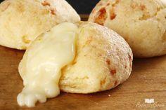 Ingredientes: Massa 1 xícara de polvilho doce 1/2 xícara de queijo minas picado 30 g de queijo parmesão ralado 1/2 xícara de azeite 1/2 xícara de leite Sal a gosto Manteiga para untar Polvilho doce para polvilhar Recheio 1 xícara de requeijão 1/4 xícara de azeitonas verdes picadinhas Pimenta-do-reino a gosto Modo de preparo Preparo:25mins …
