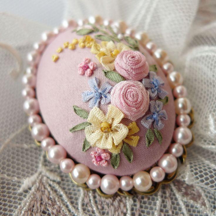 Купить Брошь с вышивкой Бидермайера нежнейший образец - бледно-розовый, розовый…
