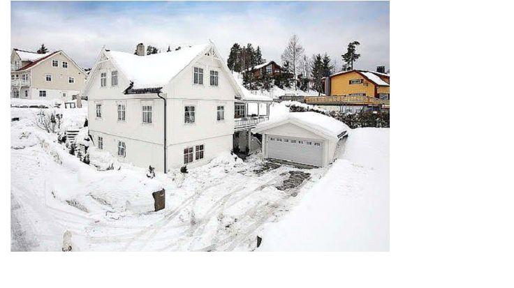 Hus og garasje i Flateby, Enebakk. Huset har 2 utleie leiligheter i kjelleren.