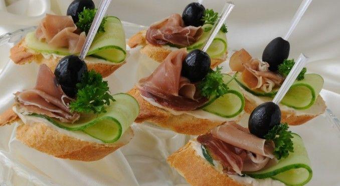 Food 1: bread+ proshiuto crudo + olive + cucumber