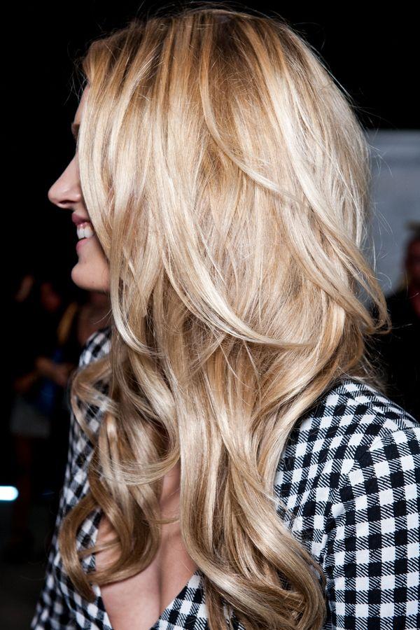 Envie d'un balayage blond parfait ? Découvrez 50 idées de colorations blondes repérées par la rédaction d'aufeminin