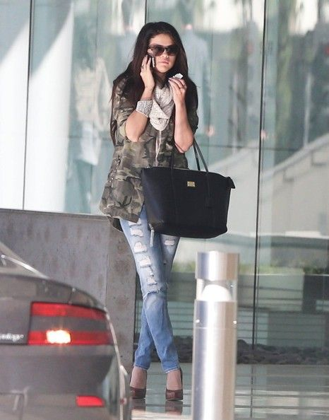 Selena Gomez Photos Photos - Singer and actress Selena Gomez stops by CAA in Century City, California on January 8th, 2013. The young starlet seems to be having a serious conversation on her cell phone. Perhaps another heated exchange with ex boyfriend Justin Bieber? - Selena Gomez Stops By Creative Artists Agency