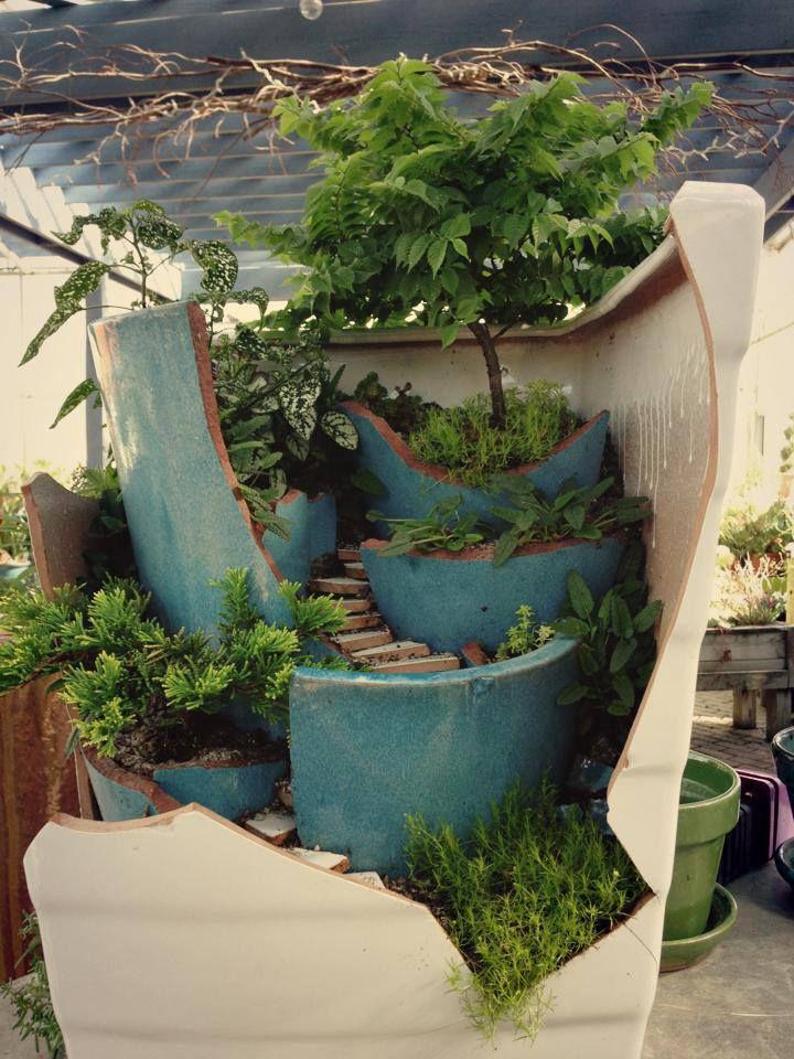 Broken pot gardenIdeas, Broken Pots, Minis Dog Qu, Minis Gardens, Fairies Gardens, Diy, Pots Turn, Miniatures Gardens,  Flowerpot