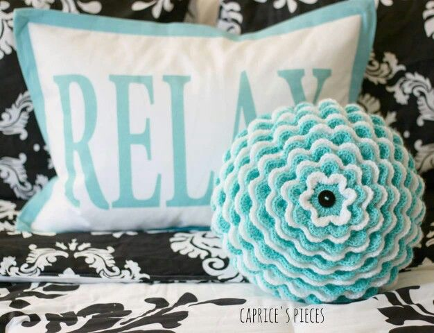 Stunning combo http://www.ravelry.com/patterns/library/blooming-flower-cushion