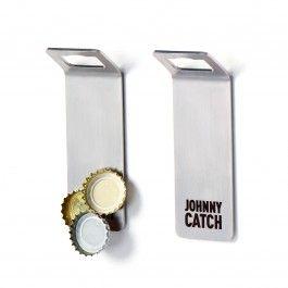 Johnny Catch MAGNET ist ein magnetischer Kronkorkenöffner, der den Deckel fängt während man die Flasche öffnet.An dem sehr starken Neodym-Magneten können bis zu 20 Kronkorken auf einmal haften. Johnny Catch MAGNET besteht aus hochwertigstem Edelstahl und wird zu 100% in Deutschland gefertigt. Er ist nur 3mm dick.Das Johnny Catch Logo wird mit einem Laser eingraviert.Lieferumfang: 1x Johnny Catch MAGNET mit Tape auf der RückseiteAbmessungen: 11,6 x 2,6 x 3,6 cm (L x H x B)Gewicht ohne ...