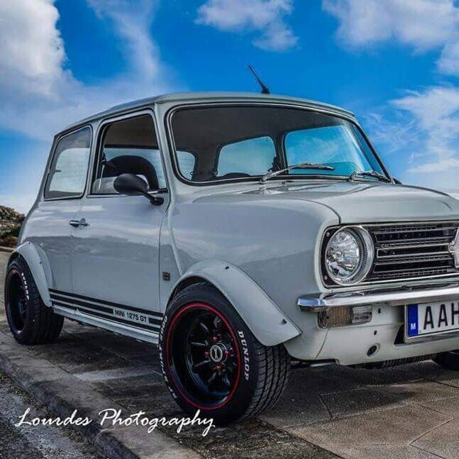 Classic mini in white with red wheel rim