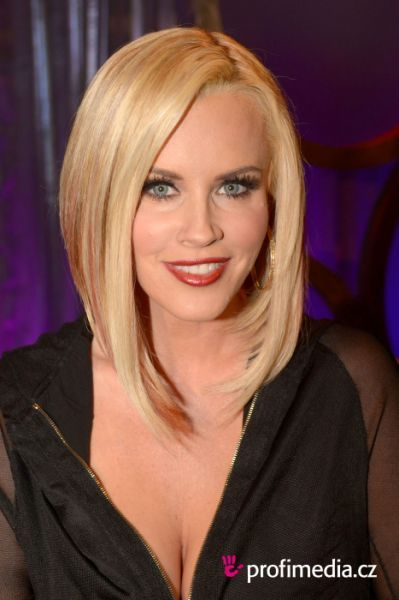 back view jenny mccarthy bob haircut