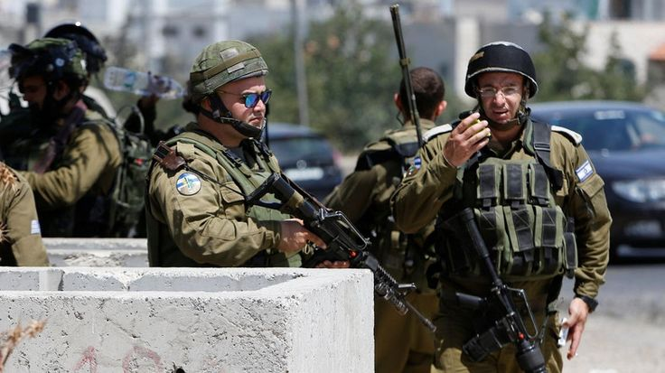 Seorang anak Palestina kembali meregang nyawa di ujung senapan tentara Zionis  YERUSALEM (Arrahmah.com) - Kementerian Kesehatan Palestina melaporkan bahwa seorang anak Palestina telah gugur pada Selasa (19/7/2016) setelah seorang tentara Zionis menembaknya dari jarak dekat di kota Al-Ram utara Yerusalem yang diduduki.  Kementerian menambahkan bahwa korban yang diidentifikasi sebagai Muhammad Sidqy At-Tibakhi baru berusia 12 tahun ia ditembak di dada dan meninggal dunia karena luka serius di…